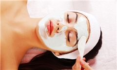 getting a deep cleanse facial treatment