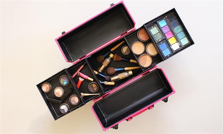 Hyperli Professional Makeup Case With Racks Locks For R629